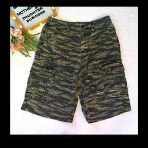 Charles and a Half Men's Shorts -Size 31 Military